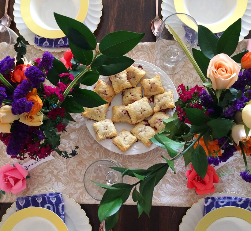 How to throw your first dinner party - 10 tips!
