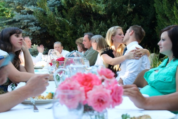How to throw your first dinner party--10 tips!
